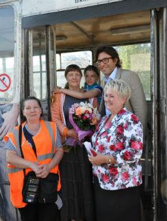 Работники троллейбусного парка были рады за коллегу