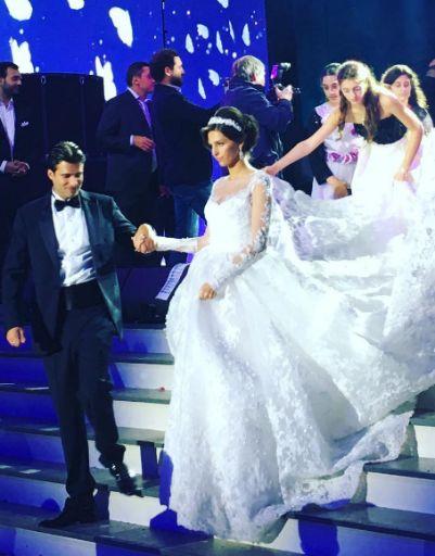 Платье невесты поразило воображение гостей