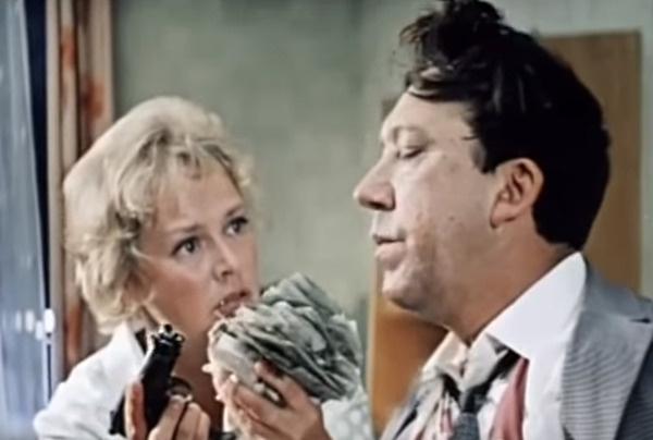 Нина Гребешкова и Юрий Никулин в картине «Бриллиантовая рука»