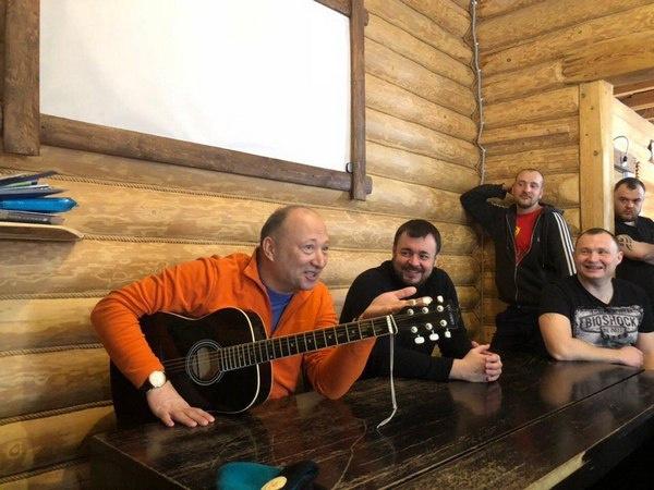 Юрий Гальцев на встрече с пациентами центра в Курганской области