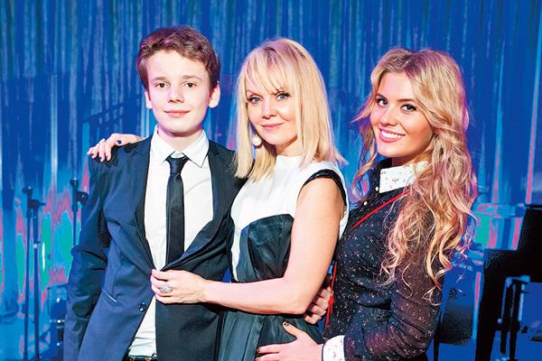 Певица Валерия с сыном Арсением и дочерью Анной