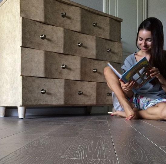 Ирена Понарошку у своего любимого комода