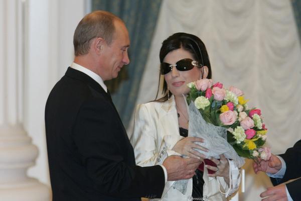 Владимир Путин назначил артистку членом Общественной палаты России