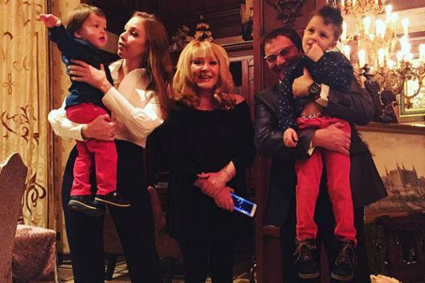 Семья Дибровых с Аллой Пугачевой