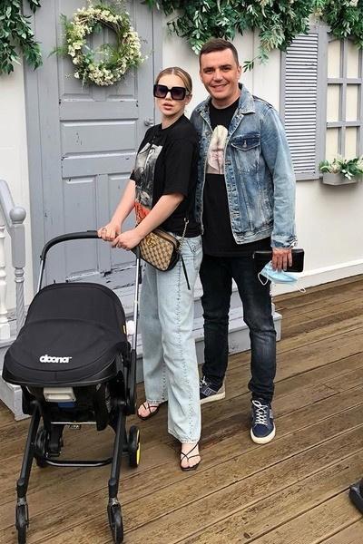 Саша и Женя воспитывают дочь