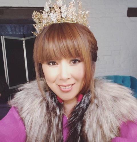 Анита Цой перешла на сторону блондинок