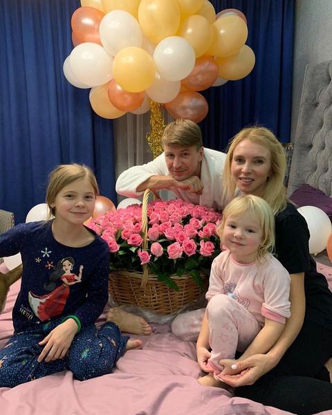 Татьяна Тотьмянина с Алексеем Ягудиным и дочерьми