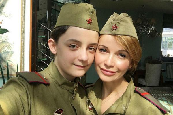 Ольга часто выкладывает фото с наследником в блог