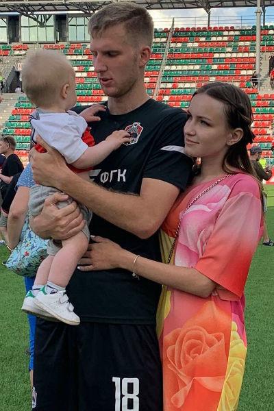 Иннокентий Самохвалов с женой и сыном