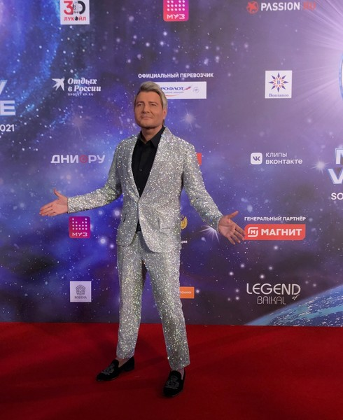 Неузнаваемая Гагарина, Киркоров в «луке» на миллион, а Ротару снова 20 лет: открытие «Новой волны»