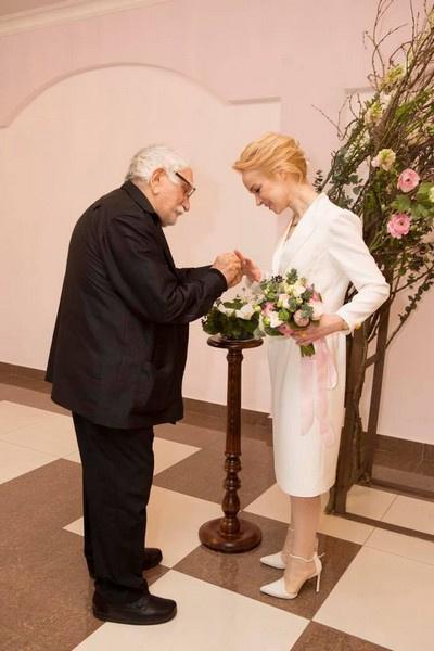 Армен Джигарханян развелся с Виталиной Цымбалюк-Романовской в ноябре прошлого года