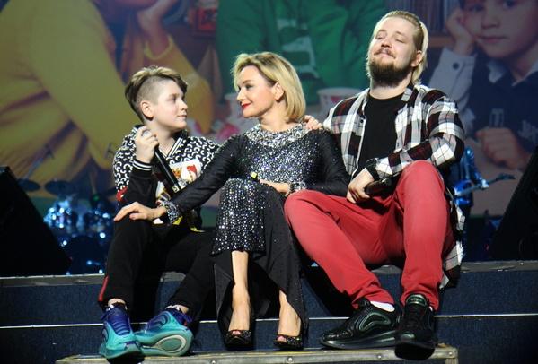 Татьяна Буланова спела вместе с детьми
