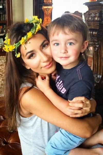 Певица Зара с сыном