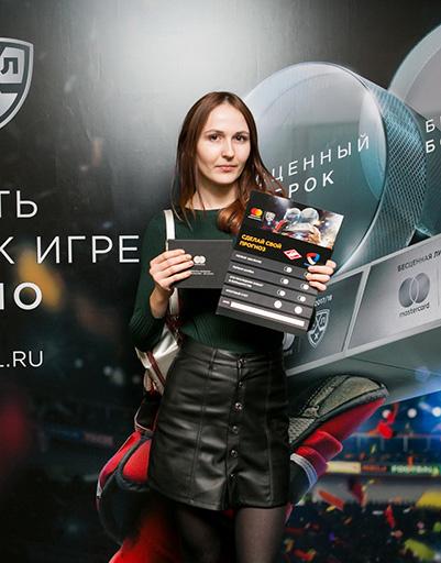 Зрительница матча Елена Карлина