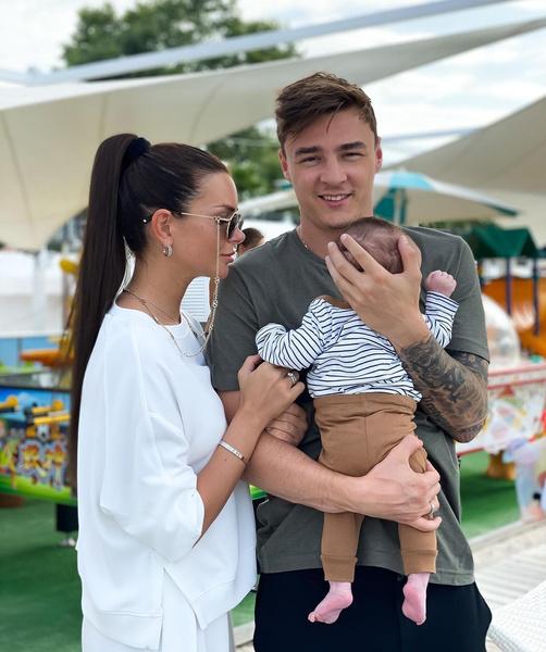 Катя Жужа с мужем Артемом Маркеловым и сыном Максом