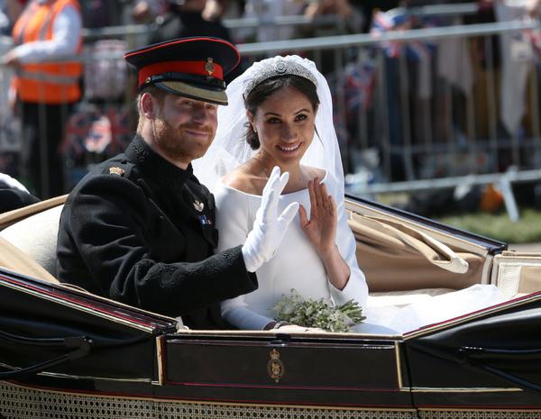Во время свадьбы Гарри и Меган в Лондоне собрались тысячи поклонников пары