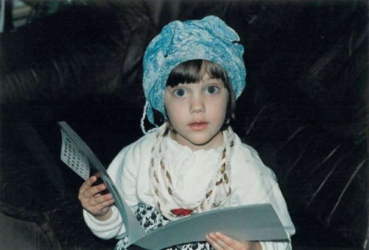 В детстве Мерьем была очень скромным ребенком