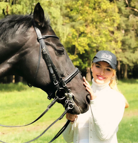 Алена Кравец с конем
