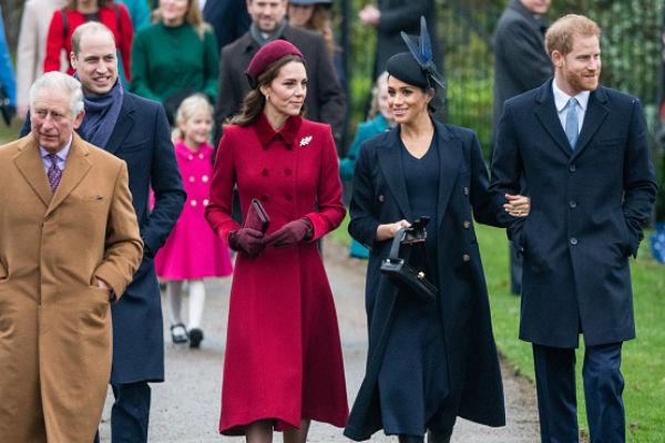 Все члены королевской семьи выглядели счастливыми и дружелюбными