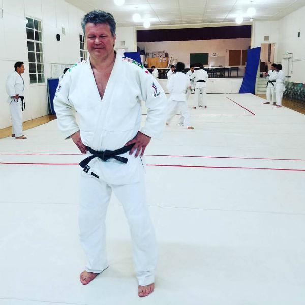 Олег Тактаров на тренировке по самбо