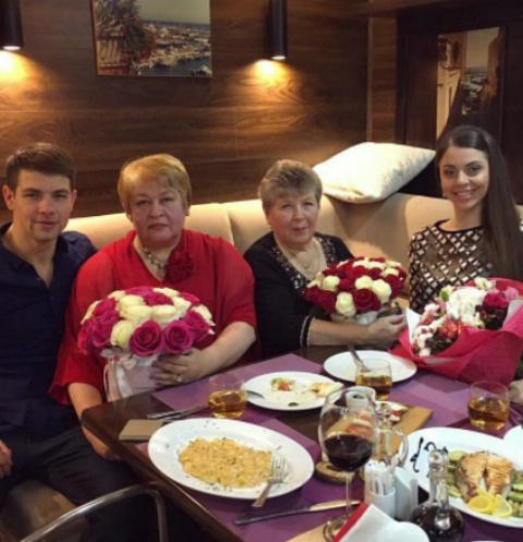 Дима Дмитриенко, Ольга Рапунцель за семейным ужином