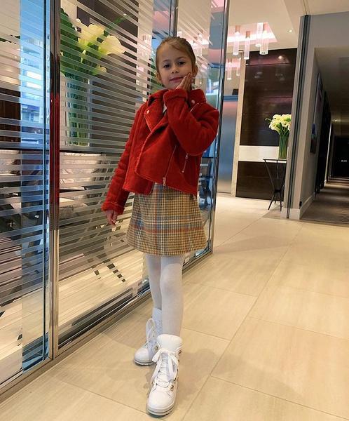 Дочь Бони Анджелина учится за границей
