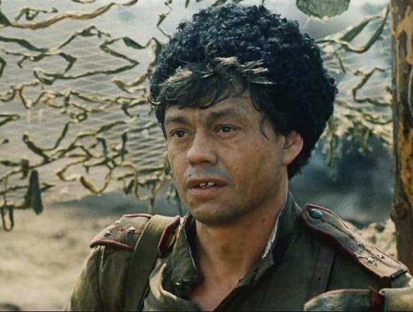 Караченцов в роли лейтенанта Орлова
