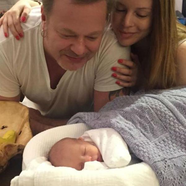 Звезды не рассказали, кем им приходится новорожденный малыш
