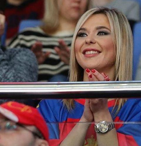 Пелагея болеет на матче за Ивана Телегина
