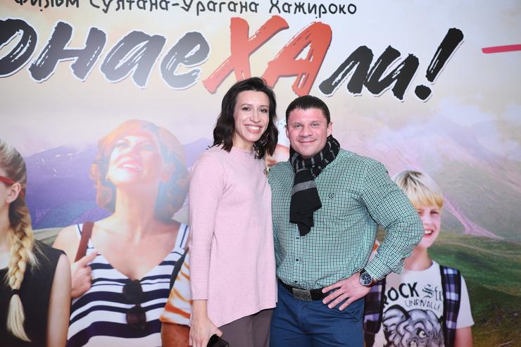 Елена появилась на премьере вместе с мужем