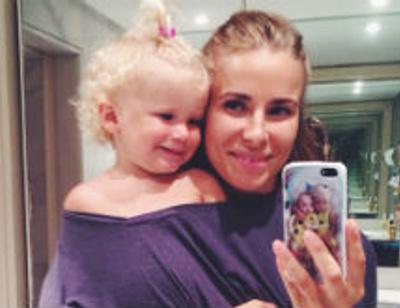 Двухлетняя дочь Таты Бондарчук ходит на маникюр
