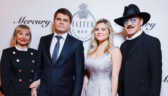 Шестой размер груди внучки Боярского и взрослый образ Тони Худяковой: что обсуждали после бала Tatler 2019