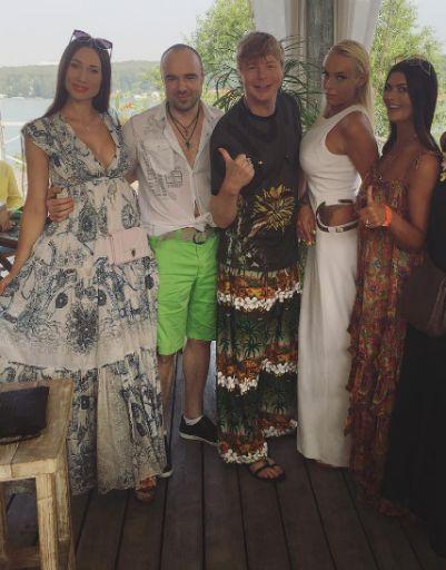 Андрей Григорьев-Аполлонов с друзьями на вечеринке в честь своего дня рождения