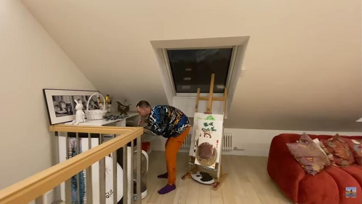 В этой комнате Билык хранит рисунки дочери
