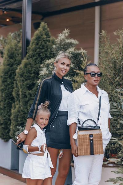 Элина Камирен с мамой и дочкой Сашей