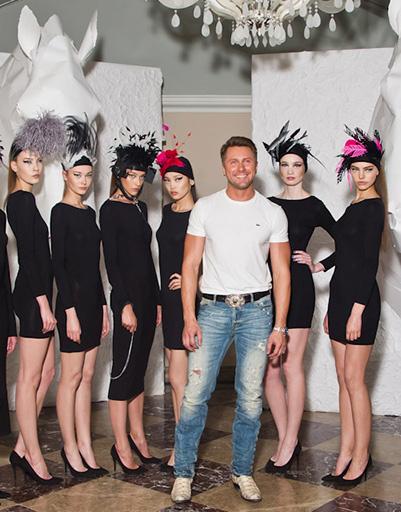 Дизайнер Константин Гайдай с моделями