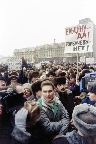 В 1991-м члены ГКЧП и народ потребовали отставки Михаила Сергеевича