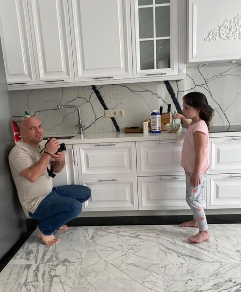 Дочь певца Таисия экспериментирует с завтраками, а папа — фотографирует процесс