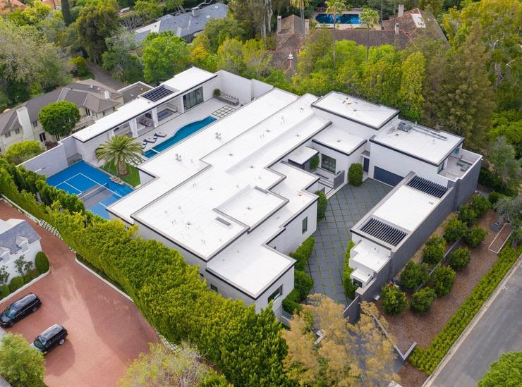 Дом Кайли имеет огромную площадь