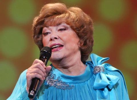 Эдита Пьеха отменила концерты из-за нехватки денег