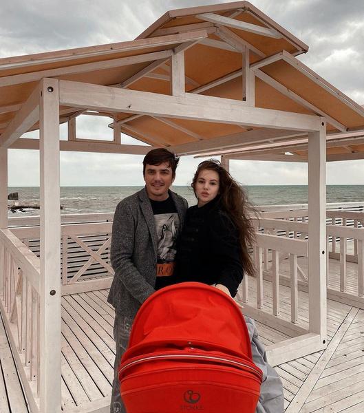 Саша Артемова отдыхает с Евгением Кузиным в Сочи, но не хочет возвращаться к нему