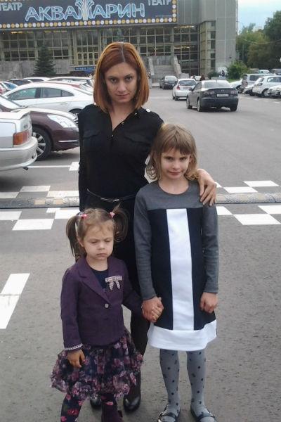 Карина с дочерьми Кристиной и Полиной