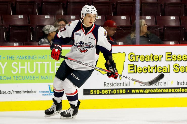 В октябре этого года Ларионов-младший достаточно успешно дебютировал в КХЛ