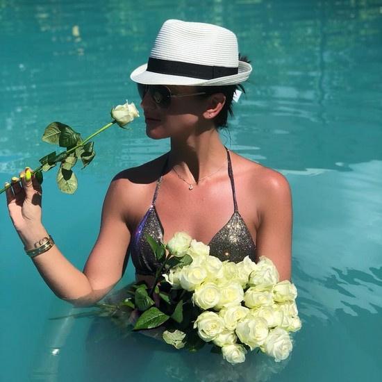 Ольга обожает белые розы