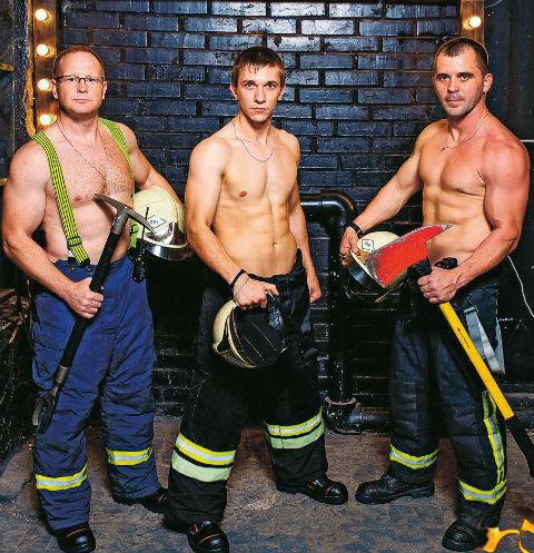 Снявшиеся обнаженными пожарные из Омска планируют выпустить календарь с женами
