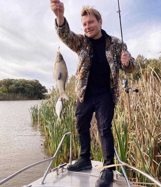 Недавно артист съездил на рыбалку и отдохнул ото всех съемок