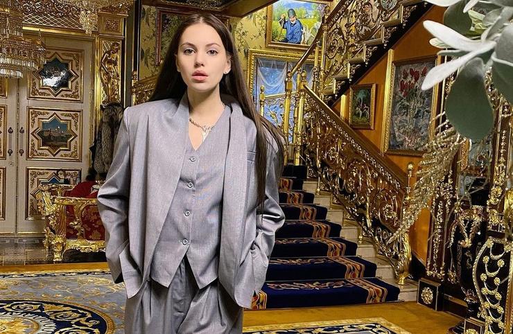 Саша Артемова подаст в суд на хозяйку апартаментов в Сочи, которая устроила за ней слежку
