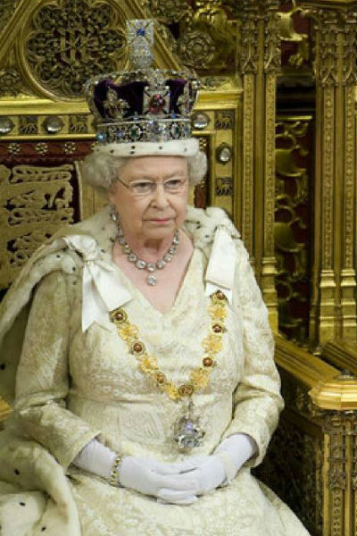 На королевскую семью работает огромный штат сотрудников