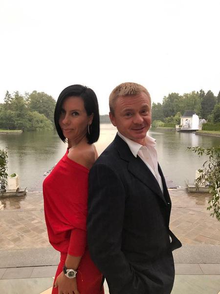 Владимир и его жена воспитывают двух детей