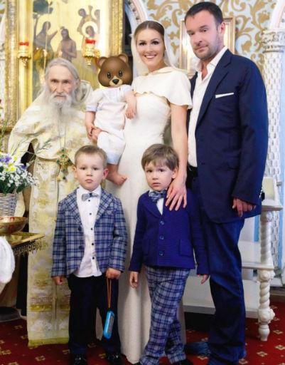 Мария Кожевникова с семьей